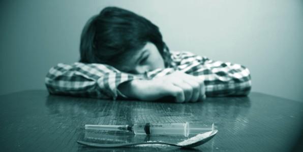 Un enfant confronté au problème de la drogue.