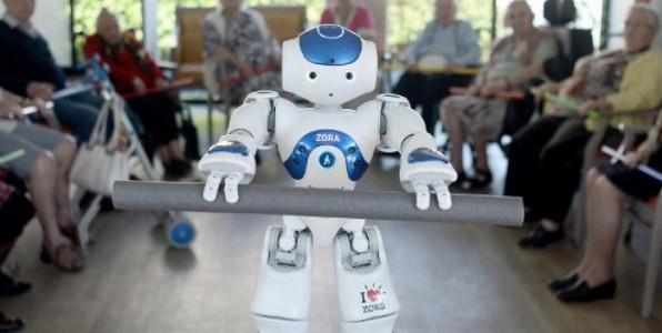 Zora le petit robot fait fureur dans les maisons de retraite