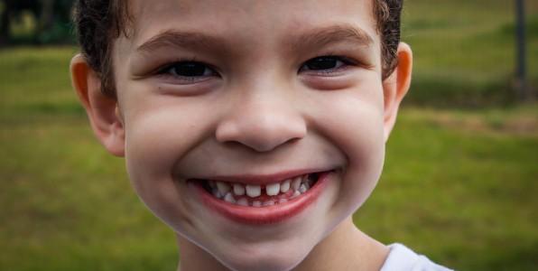 Prendre soin des dents des enfants est essentiel.