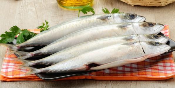 La vitamine D est présente naturellement dans l'huile de foie de poisson entre autre.