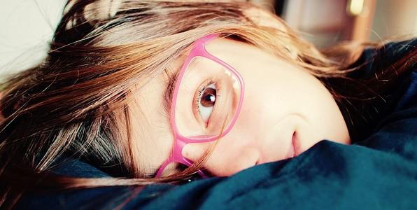La myopie nécessite le port de lunettes.