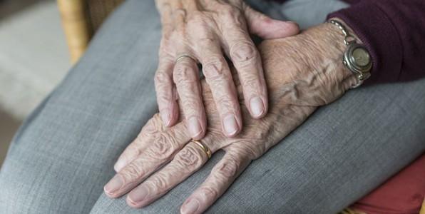 La maladie de Parkinson concerne principalement les seniors.