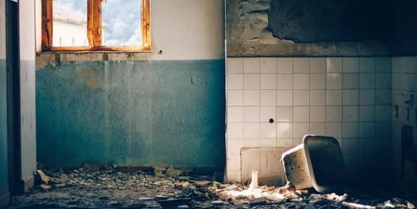 L'amiante se retrouve encore parfois dans d'anciens bâtiments.