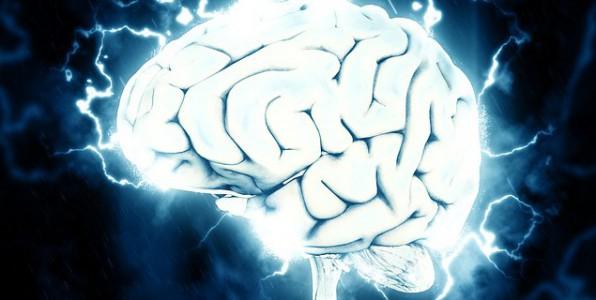 Le patch envoie une impulsion électrique qui permet de soulager les douleurs liées à une migraine.