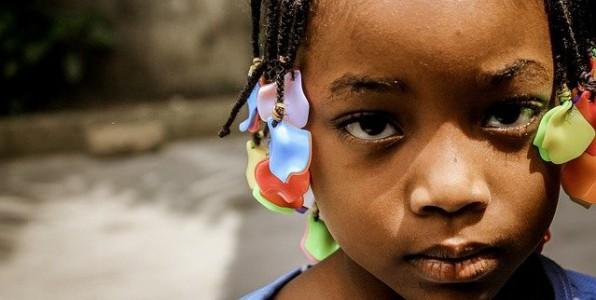 Une prise en charge psychologique transculturelle peut être très utile dans le cadre de l'adoption.