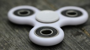 hand spinner jouet outil thérapeutique attention autisme