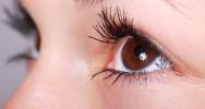 taches noires yeux trouble vision vue problème scotomes dégénérescence macullaire
