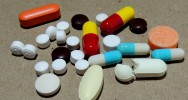 médicaments seniors personnes âgées surmédication consommation polymédication