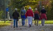 La marche nordique peut être une activité physique complémentaire pour les personnes se déplaçant peu dans la journée.